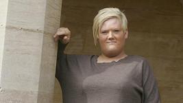 Transsexuál Tyler Meadows alias Kerry Marshall se vydával za modelku Katie Price.