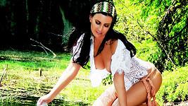 Gábina Partyšová jako sexy pradlenka.