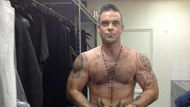 Robbie Williams a jeho nová vypracovaná postava.