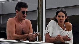 Simon Cowell se svou dnes již těhotnou partnerkou.