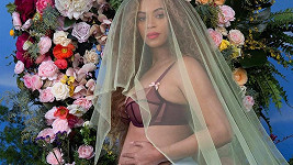 Beyoncé je těhotná, čeká dvojčátka