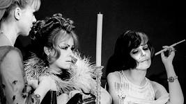 Iva Janžurová, Jiřina Bohdalová a Jiřina Jirásková (zleva) ve filmu Světáci (1969)