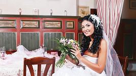 Focení probíhalo ve stylové restauraci v Čestlicích, kde byla nevěsta Julie obklopená výborným jídlem a pitím.