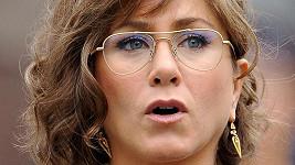 Jennifer Aniston vypadá v novém filmu velmi přísně.