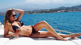 Andrea Verešová se na jachtě vyhřívala jako ještěrka na kameni.
