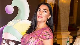 Anife Vyskočilová byla na cenách Thálie nejvýraznější díky obřím ňadrům naditým v růžovém modelu