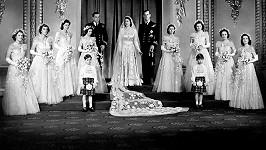 Lady Pamela byla jednou z družiček na svatbě královny Alžběty II. a prince Philipa. Na snímku druhá zleva