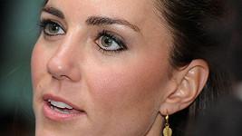 Kate a její černé linky kolem očí.