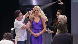 Miss Earth 2012 vypadala na fittingu jako bohyně.