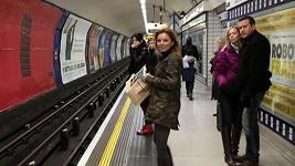 Geri Halliwell v londýnské podzemce.