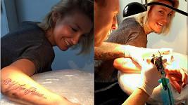 Dominika a její nové tetování