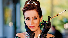 Soňa jako Audrey Hepburn z legendárního filmu Snídaně u Tiffanyho.
