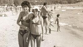 Dovolenkové cíle se změnily, záliba v lenošení na pláži zůstala...