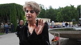 Transsexuál měl prý v plánu udělat na pohřbu Ivety Bartošové hrozivou věc.