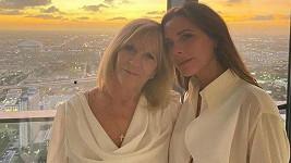 Victoria Beckham s maminkou Jackie Adams