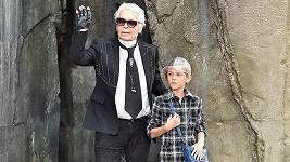 karl Lagerfeld se svým kmotřencem a modelem Hudsonem Kroenigem