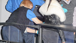 Zaměstnankyně letiště si mohla dovolit to, co smí pouze Kanye West.