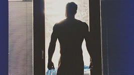 Hokejový obránce Michal Gulaši má tělo samý sval.