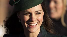 Pomatená žena se vydávala za vévodkyni Kate.