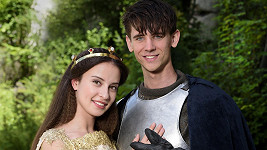 Lucie Černá a Jan Komínek jako princezna Isabela a rytíř Vincent ve štědrovečerní pohádce Pravý rytíř