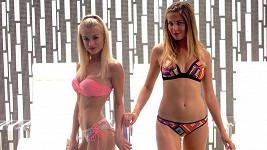 Andrea Bezděková a Kristýna Kubíčková v plavkách. Radost pohledět...