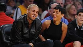 Momentálně spokojený pár Rihanna a Chris Brown.