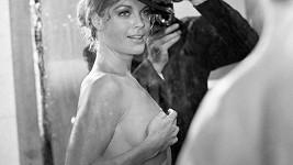 Tahle se kouzelná Romy nechala zachytit v šedesátých letech.