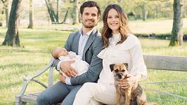 Novopečení rodiče princ Karel Filip se Sofiou, jejich synem Alexanderem a fenkou Siri.