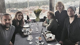 Rodina Prachařových na oslavě.
