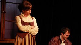 Marie Tomsová jako Marina a Johan Klesal jako její synovec Filipetto.