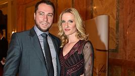 Adéla a Petr spolu chodí už řadu let. Mezi moderátorkou a profesionálním tanečníkem přeskočila jiskra během jejich působení v soutěži Let´s Dance.