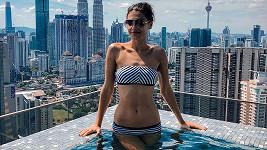 Andrea Kalousová se kochala výhledem z bazénu na Kuala Lumpur.