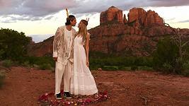 Petra a Benjamin se vzali během spirituálního obřadu.