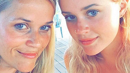 Zleva Reese s dcerou Avou, nebo Ava s matkou Reese?