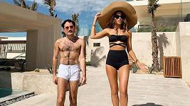 Kate Beckinsale vyrazila na dovolenou s kamarádem.
