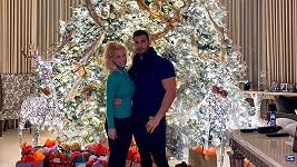 Britney Spears s přítelem Samem u stromku