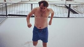 Lukáš Pavlásek si dělá na Instagramu legraci ze své postavy.
