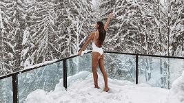 Nikol Švantnerová si užívá wellness na horách.