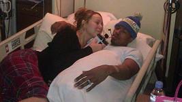 Mariah Carey s manželem Nickem Cannonem na nemocničním lůžku.