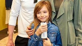 Dara už po obchodech chodí s dcerou Laurou.