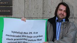Zdeněk Macura zase protestoval. Tentokrát proti policii.