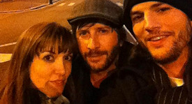 Ashton Kutcher (vpravo), Lorene Scafaria a Matthew Mazzant v Itálii.