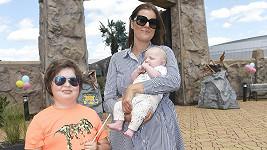Ornella Koktová se svými syny Quentinem a Svenem