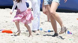 Podpatky obula Katie nejen sobě, ale i pětileté dceři Suri.