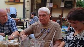 Jiří Krampol vyrazil ještě před oficiální tryznou posedět s kamarády.