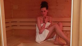 Jednou v týdnu navštíví saunu.