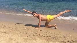 Honza Onder v plavkách na pláži