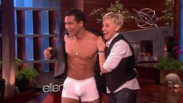 Ellen DeGeneres si ve své talk show svlékla herce Maria Lopeze.