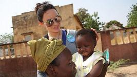 Jitka Čvančarová v Mali pomáhala očkovat děti proti tetanu.