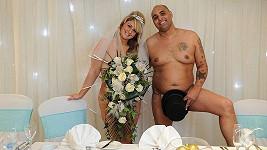 Odvážná dvojice se za svou nahotu prý nestyděla.